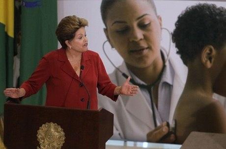 Dilma anunciou nesta segunda-feira (8) o programa Mais Médicos