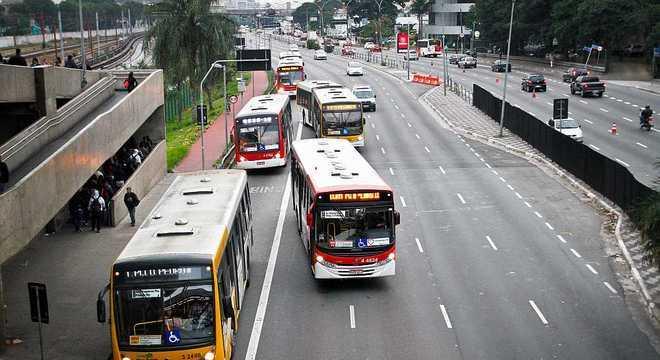 Ônibus municipais de São Paulo; sistema perdeu 5% dos passageiros