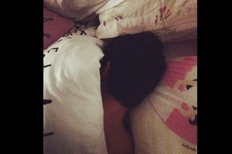 Ex-BBB André tenta dormir com gritos de Fernanda