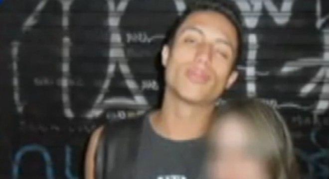 Jovem é espancado dentro do metrô em São Paulo. Ele está em coma com várias fraturas pelo corpo