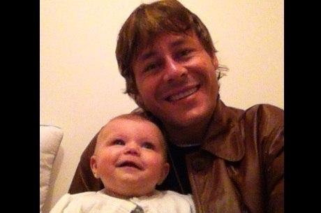 Théo Becker brinca com a sobrinha Ana