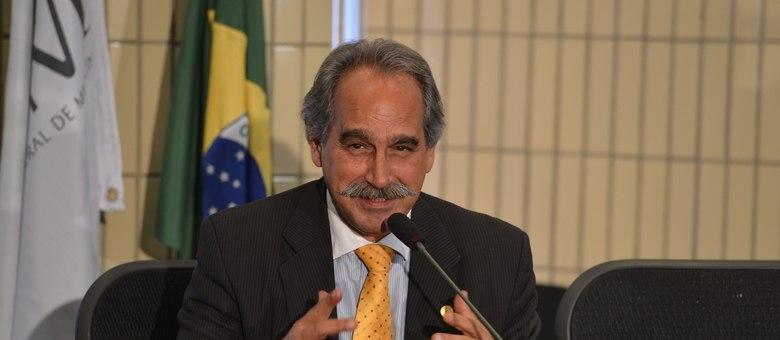 Presidente do CFM, Roberto D'Ávila, diz não estar surpreso com o caso do médico argentino Juan Pablo Cajazus
