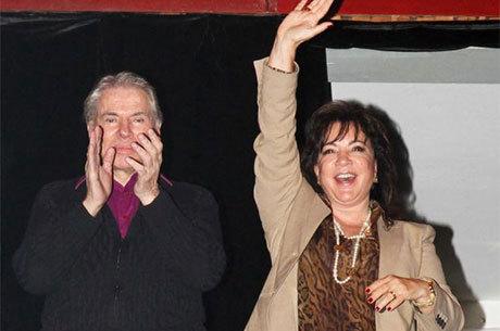 Silvio Santos e Iris Abravanel em maio de 2012 em apresentação do neto Tiago Abravanel no teatro