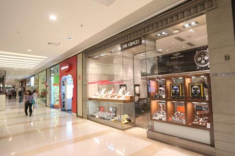 A joalheria The Graces foi uma das lojas assaltadas no shopping