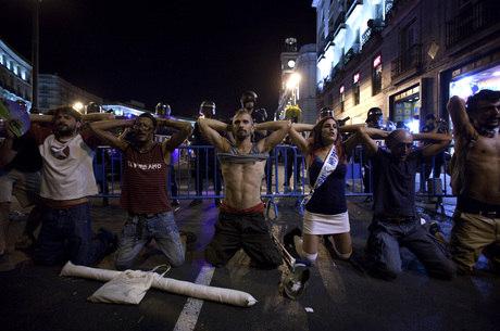Onze pessoas ficaram feridas em Madri durante confrontos entre manifestantes e católicos