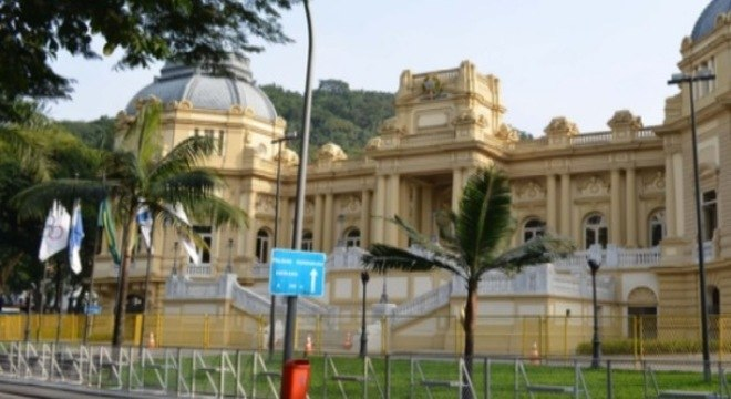 Palácio Guanabara foi cercado por grades recentemente por conta dos sucessivos protestos na cidade