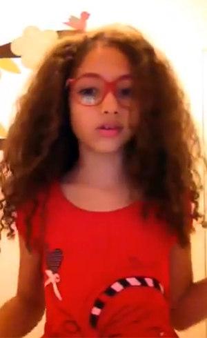 """""""Eu gosto do meu cabelo assim"""", diz Júlia"""
