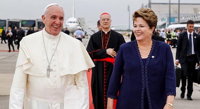 O papa Francisco pisou em solo brasileiro na segunda-feira (22) para a Jornada Mundial da Juventude. Ele desembarcou na Base Aérea do Galeão, na zona norte do Rio, e foi recebido pela presidenta Dilma Rousseff