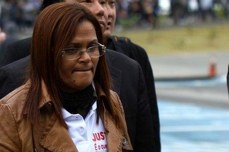 Mãe de Bianca Consoli chega ao primeiro dia do júri