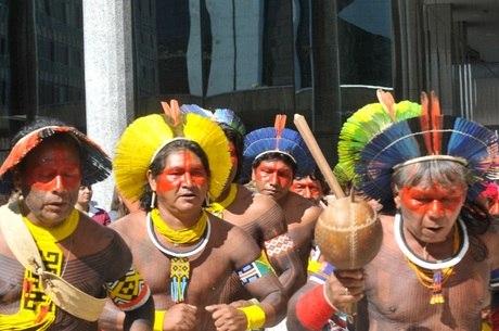 Situação precária enfrentada por povos indígenas no Brasil é destaque em jornal britânico