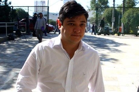 Márcio Nakashima chega ao julgamento do vigia acusado de participar da morte da irmã