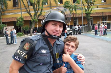 Professores devem ajudar polícia a compor perfil de Marcelo