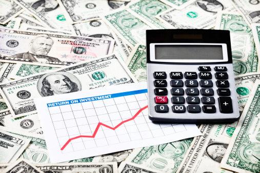 Dólar volta a cair e abre a semana cotado a R$ 3,08