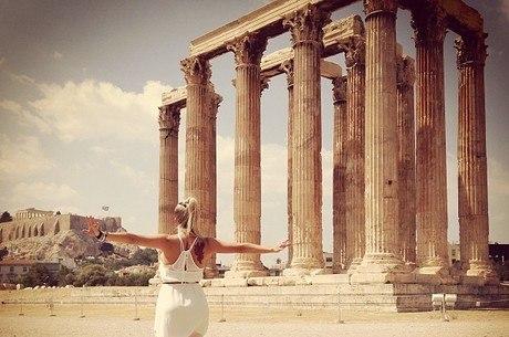 Karina Bacchi publica foto de viagem ao exterior