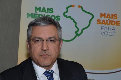 Ministro anunciou nesta quarta-feira a vinda dos médicos cubanos