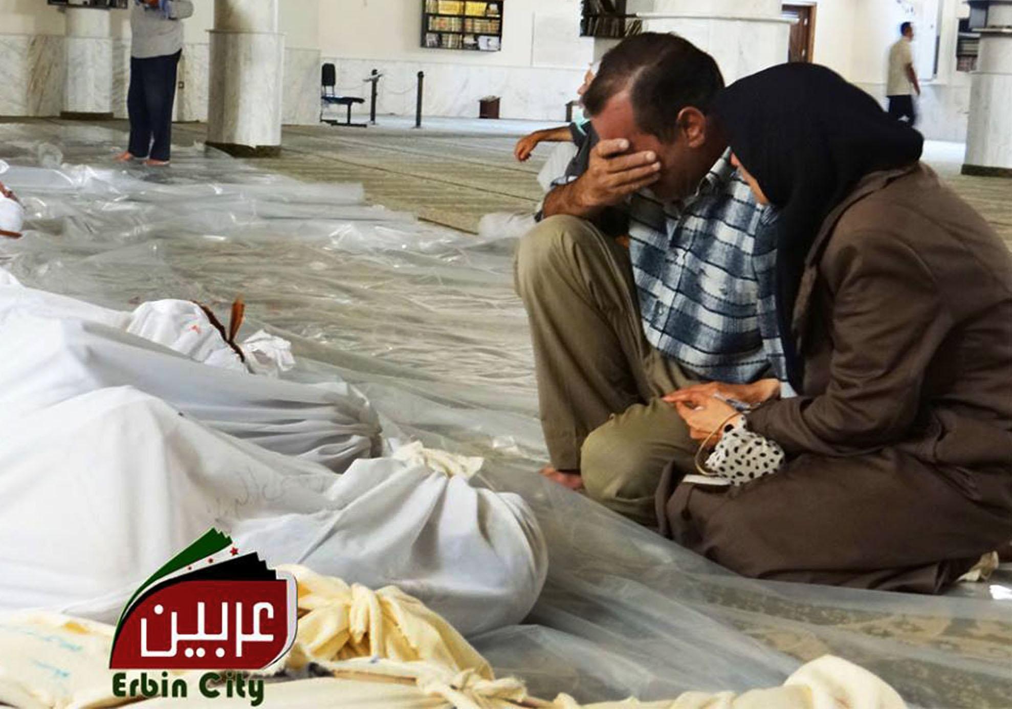 """""""Vítimas pareciam dormir, mas estavam mortas"""", diz sobrevivente de ataque químico na Síria"""