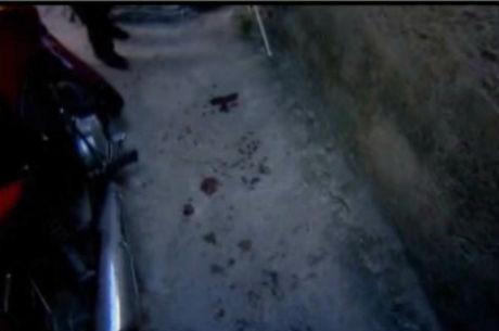 Marcas de sangue ficaram no chão de beco onde ocorreu o crime