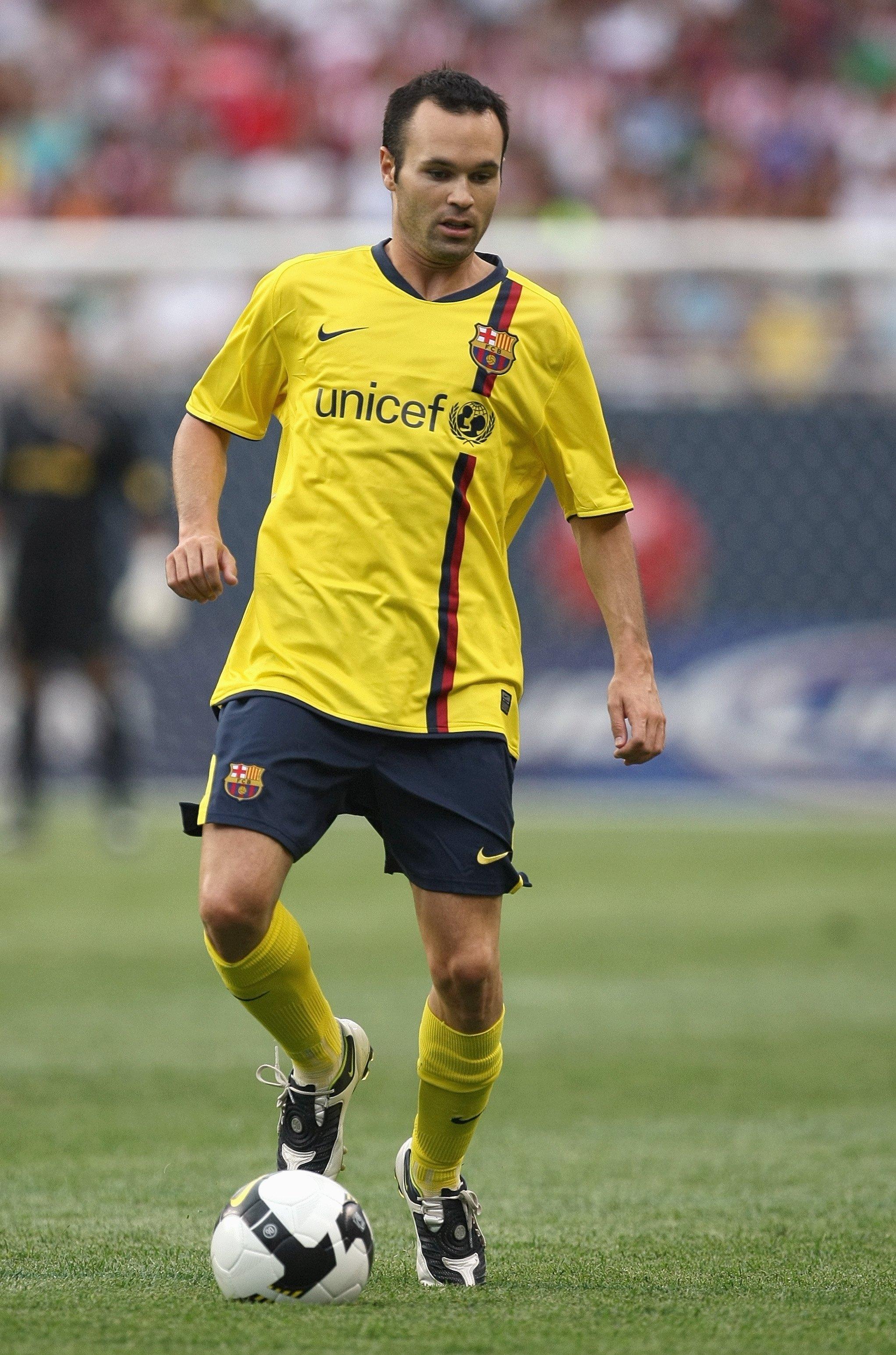 41244c21e592c Barcelona lança uniforme bizarro para a próxima temporada! Relembre os  outros - Fotos - R7 Futebol