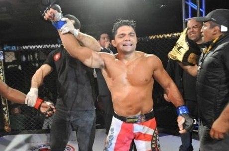 Alexandre Pequeno conquistou um novo cinturão em sua carreira