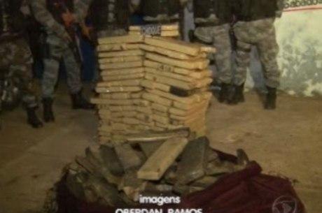 A polícia apreendeu meia tonelada de maconha dentro de uma casa abandonada na região do Entorno do DF
