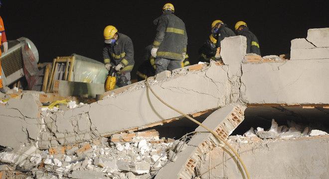 Desabamento em São Mateus está sendo investigado pela polícia; onze já foram ouvidos pela investigação