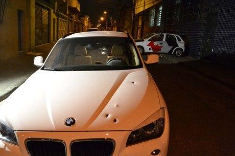 Dois homens roubam carro de luxo e trocam tiros com PMs durante perseguição policial