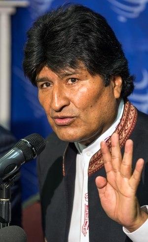 Evo Morales falou para a imprensa de Santa Cruz que as pessoas não deveriam ler a revista brasileira