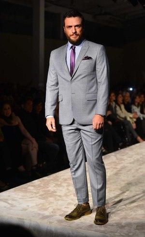 Rodrigo Lombardi, agora de barba, quer ter mais filhos