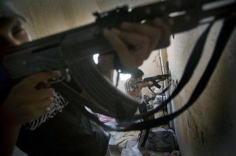 Rebeldes usam armas contra governo na cidade de Deir Ezzo