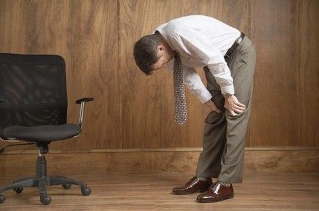 Manter uma postura adequada pode evitar o desenvolvimento das dores