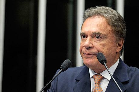 Política brasileira não pode ser o balcão de negócios que se transformou, diz pré-candidato à Presidência