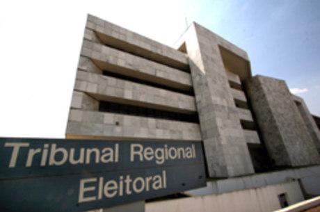 Na sede do Tribunal Regional Eleitoral, são feitos 500 atendimentos diários