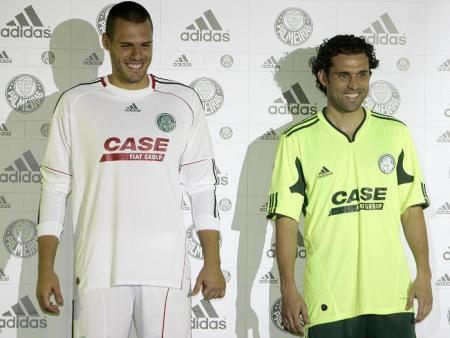 0136ce8f13c4a ... Nos últimos anos uma outra camisa do Palmeiras já tinha criado polêmica