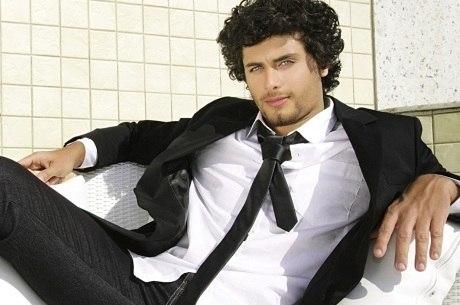 Jesus Luz é visto aos beijos com celebridade italiana, diz jornal