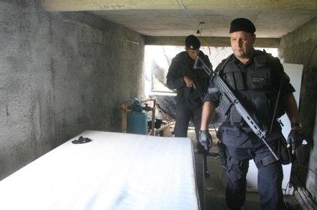 Subtenente do Bope Marco Antônio Gripp (em primeiro plano) morreu em intenso tiroteio com criminosos na Covanca