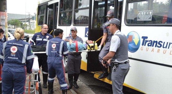 Vítima de acidente envolvendo um ônibus e carros em Guarulhos, na Grande SP