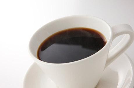 Três xícaras de café por dia reduziriam chances de câncer