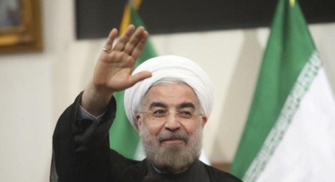 O chefe da diplomacia paquistanesa se reuniu com o presidente iraniano Hasan Rohani