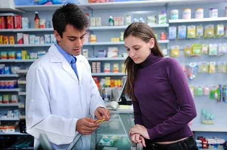 Farmacêutico é o profissional que melhor pode orientar os pacientes, já que é o seu campo de estudo