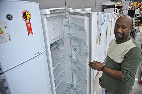 No Sul, Centro-Oeste e Sudeste, mais de 99% têm geladeira em casa