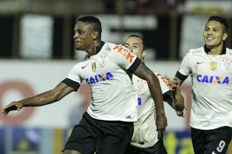 Zagueiro Cléber marcou em sua partida de estreia pelo Timão