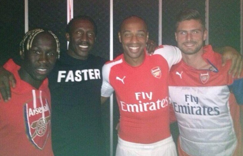 Ídolo britânico comete gafe e entrega suposto novo uniforme do Arsenal -  Esportes - R7 Futebol e97c9ca386679