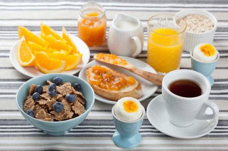 Café da manhã é importante em todas as faixas etárias