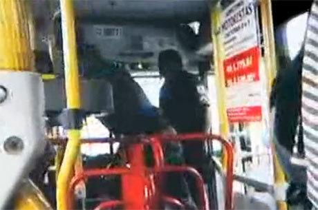 Policias agrediram um motorista de ônibus no centro do Rio