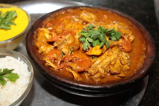 Ainda nos menus salgados, o xinxim de galinha faz sucesso na mesa dos baianos. A iguaria é até servida em aniversários