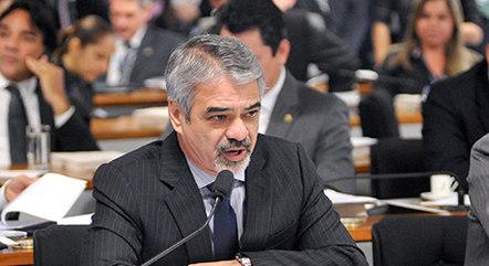 O senador Humberto Costa