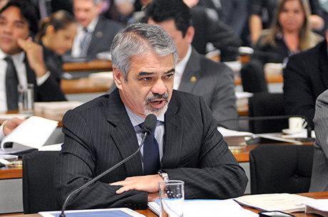 Senadores Humberto Costa (PT-PE), na foto, e José Pimentel (PT-CE) receberam R$ 1 milhão cada da construtora Camargo Corrêa