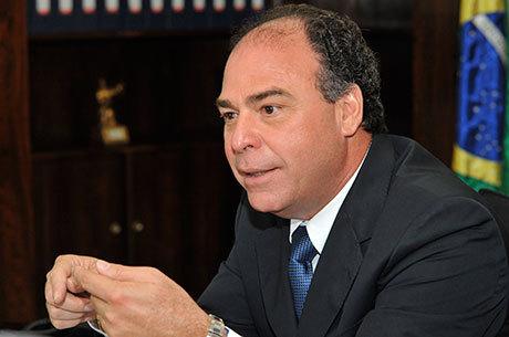 Fernando Bezerra e o filho teriam recebido R$ 5,5 milhões