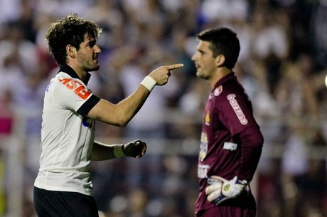 Alexandre Pato, de cabeça, marcou o gol da vitória do Timão