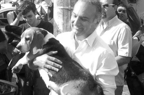 Tripoli com uma das cadelas localizadas no sábado
